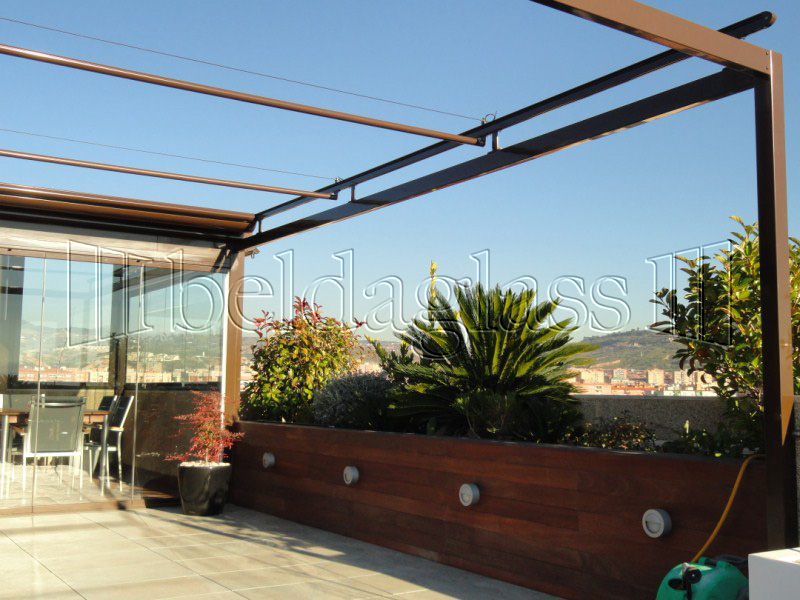 Techos moviles de panel sandwich adraglass - Pergola terraza atico ...