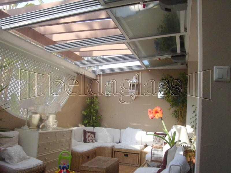 Techos moviles de policarbonato adraglass for Cerramientos patios interiores